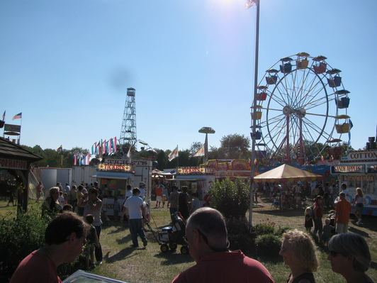 Picture of fairgrounds with Tower and rides